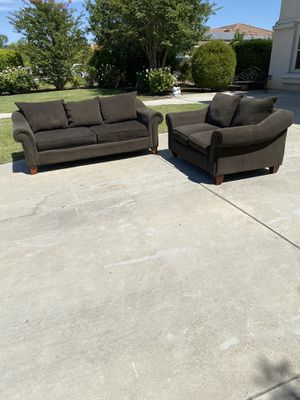 Couch and Love Seat Dark Brown for Sale in Clovis, CA