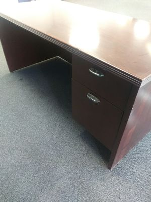 Free 3 drawer desk for Sale in Houston, TX