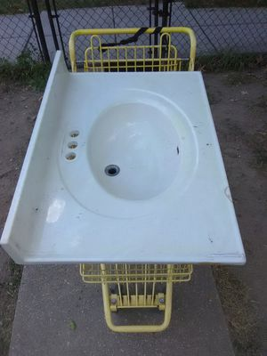 "22"" L x 31"" W Cultured Marble Vanity top with White on White Bowl for $65 now in NE DC for Sale in Washington, DC"