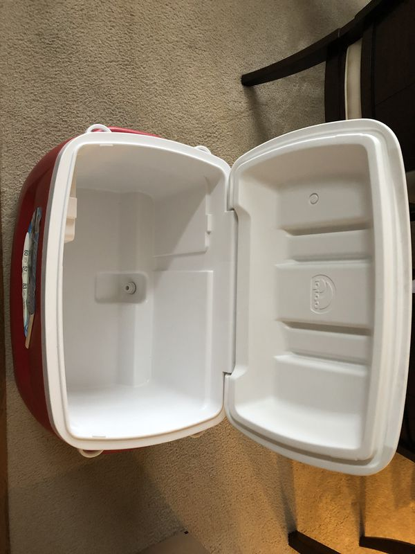 Igloo wheeled cooler