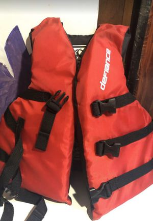Defiance Youth Life Jacket Red for Sale in La Puente, CA