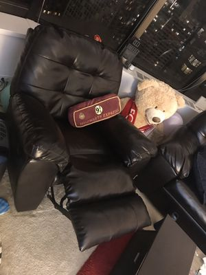 Lazy boy recliner for Sale in Chicago, IL