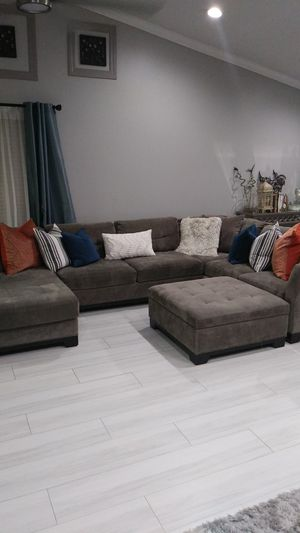 Gray microfiber sectional with chaise and ottoman for Sale in Fort Lauderdale, FL
