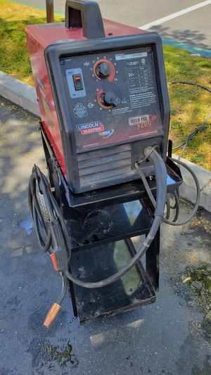 Lincoln mig welder has gas connect for Sale in Apple Valley, CA