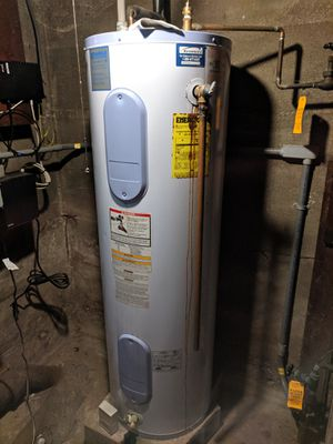 Hot water heater FOR SCRAP for Sale in Ashland, MA