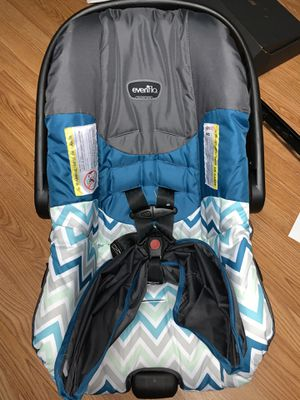 Even Flo car seat w/ base for Sale in Duncanville, TX