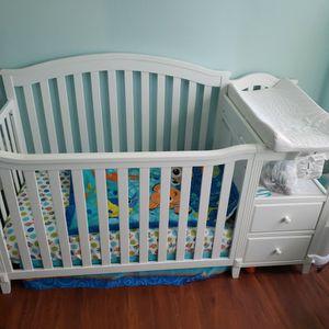 Crib. Come And Get It for Sale in Miami, FL