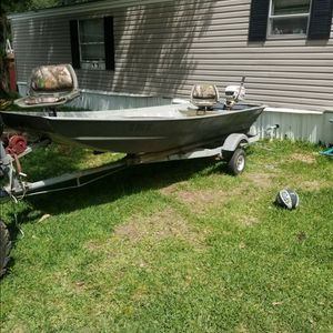 14' Aluminum Boat with Trailer and Outboard Motor for Sale in Baytown, TX