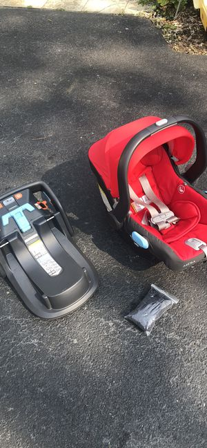 UPPABaby Car Seat & Stand for Sale in Glenview, IL