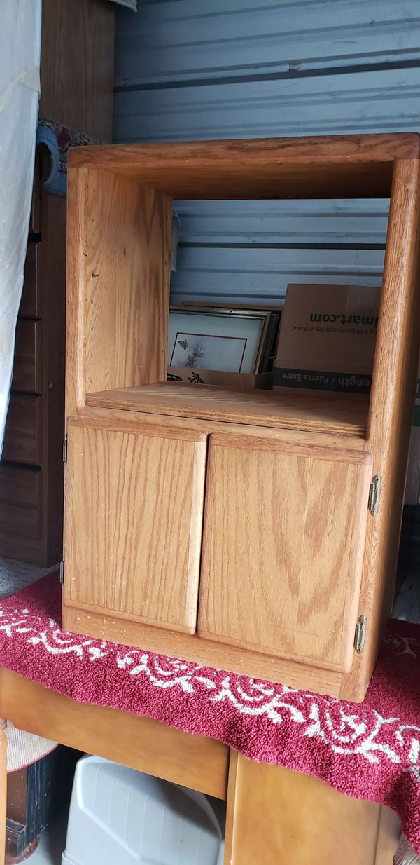 Small oak tv stand,standing mirror, 2 heavy swivel bar stools. All in good shape.