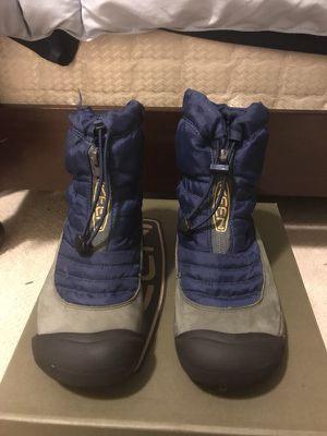 Keen winter boots size youth 3 for Sale in Gig Harbor, WA