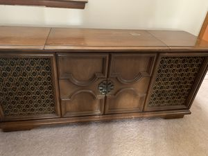 Antique record player/radio for Sale in Centerburg, OH