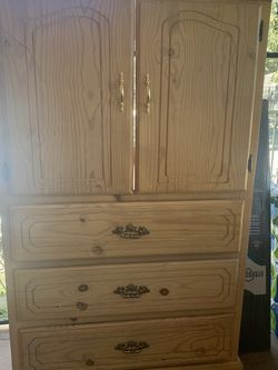 Solid Wood Drawer/tv Stand for Sale in Compton,  CA