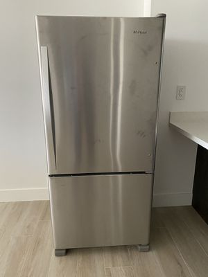 Last Day Offer!! Never Used Refrigerator whirlpool Offers May Be Accepted for Sale in FL, US
