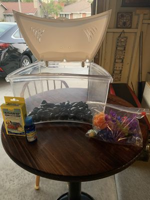 Small beta fish tank for Sale in Moreno Valley, CA