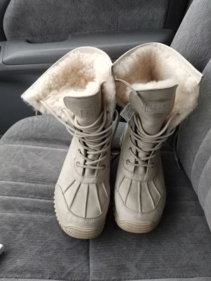 Ugg boots in good condition, for winter. The materials of leather and suede are bone color for Sale in San Jose, CA