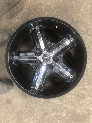 Black and chrome rims for Sale in Newtonville, NJ