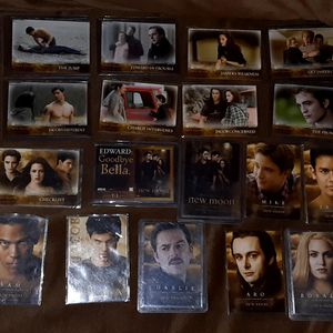 Lot of 45 The Twilight Saga New Moon and Eclipse Trading Cards for Sale in Los Lunas, NM