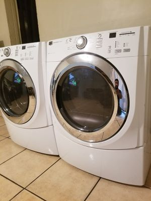 MAYTAG WASHER AND ELECTRIC DRYER for Sale in Glendale, AZ