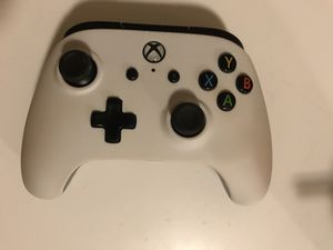 White Xbox Wired Controller for Sale in Paducah, KY