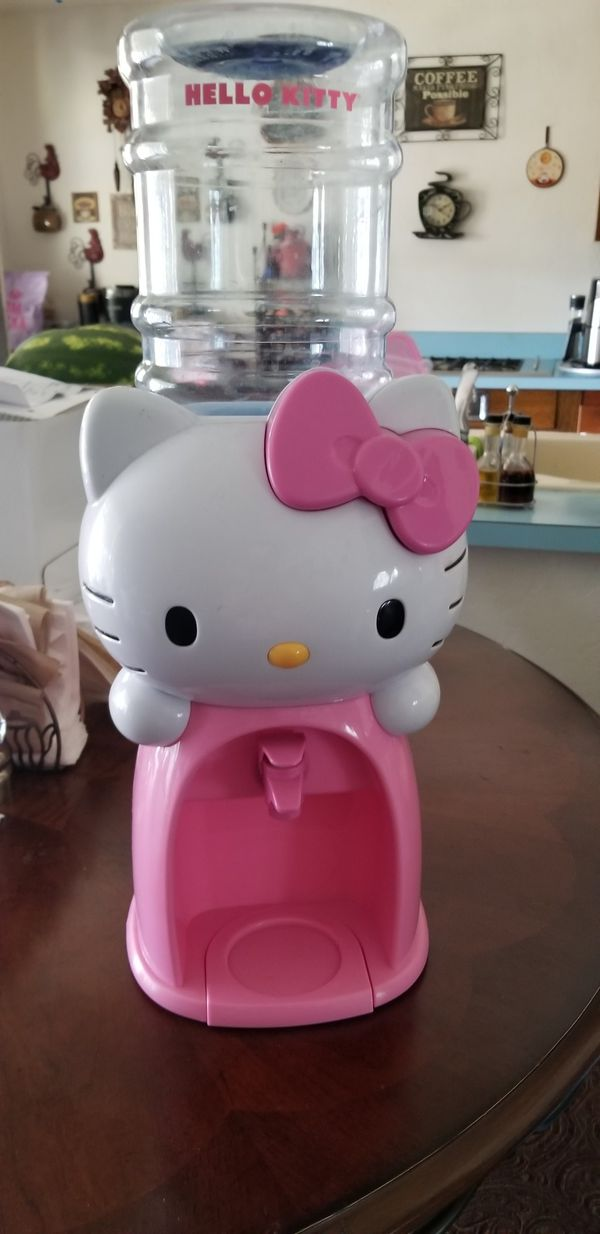Hello kitty water holder.. Only sat on shelf not used