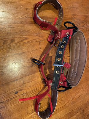 Weaver floating D medium harness (TREE CLIMBING SADDLE) for Sale in Arlington Heights, IL