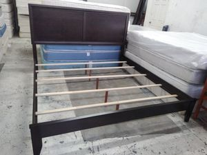 New brown king bed frame for Sale in El Paso, TX