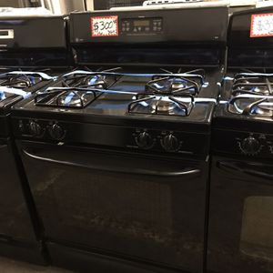 GE GAS STOVE IN EXCELLENT CONDITION 4 MONTHS WARRANTY for Sale in Baltimore, MD