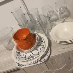 Free Dishes (pick Up In HARLEM) for Sale in Brooklyn, NY