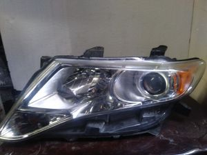 Toyota Venza headlight left side for Sale in Los Angeles, CA