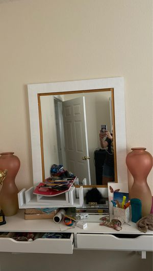 Vanity and mirror no scratches or stains for Sale in Wahneta, FL