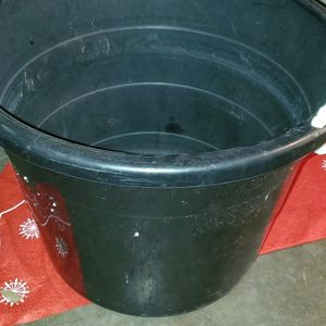 LARGE BLACK 2 HANDLE CARRYING TUB for Sale in Alvin, TX