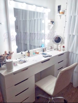 Make up vanity/ 100 days same as cash for Sale in Houston, TX