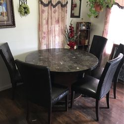 Round Dining Table for Sale in Woodburn,  OR