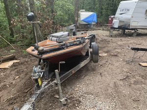 1978 ebbitide bass boat with a 1988 40hp outboard for Sale in St. Louis, MO
