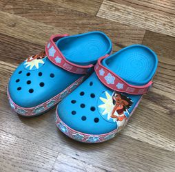 6-7Y Girls Light-up Moana Clogs (size 12, roomy) for Sale in Seattle,  WA