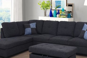 New Charcoal Grey Linen Sectional with Storage Ottoman for Sale in Kent,  WA