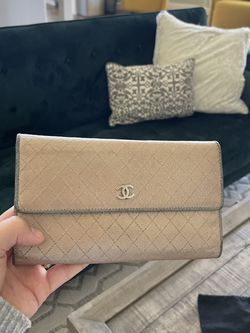 Authentic Chanel Wallet - Vintage w/card for Sale in Paradise Valley,  AZ