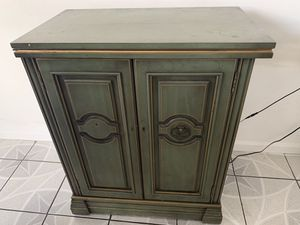 Antique mini bar cabinet for Sale in Chicago, IL