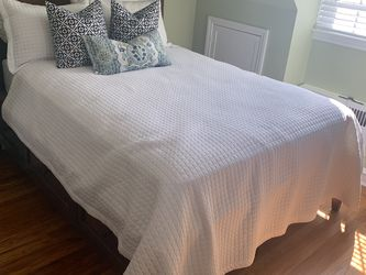 Queen Bed With Storage for Sale in Barrington,  NJ