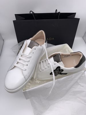 Beautiful Escala sneakers , looks like Gucci for Sale in Oregon City, OR