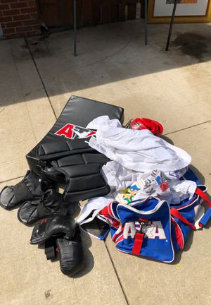Tae Kwon full gear outfits, equipment, bag and video instructions for Sale in Menasha, WI
