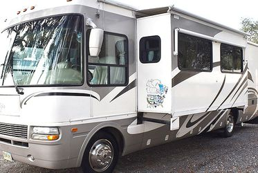 2005 National Dolphin 6355LX #395424 for Sale in The Villages,  FL