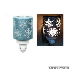Scentsy Falling Snowflakes Plug-In Warmer NEW Retired for Sale in Rowland Heights, CA