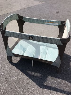 Graco Travel Lite Baby Crib & Portable Playard, for Sale in Ellicott City, MD