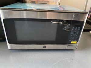 GE 950 watt microwave for Sale in Hopatcong, NJ