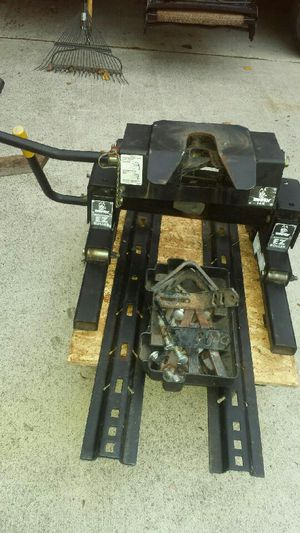 5th wheel trailer hitch with rails for Sale in Yelm, WA