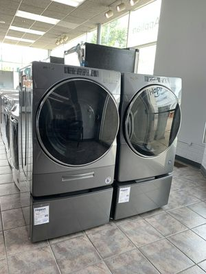 Gray washer and dryer whirlpool set for Sale in Westland, MI