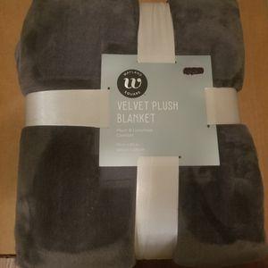 Wayland Square Velvet Plush Blanket/New for Sale in Germantown, MD