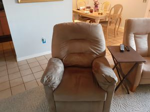 ***FREE FURNITURE, VERY CLEAN, PET FREE, AND SMOKE FREE HOME**** for Sale in Sun City Center, FL
